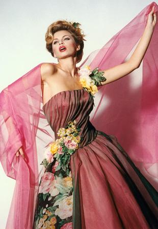 7e90c3fd2b59 Haute Couture kolekce šatů Blanky Matragi k 15. výročí