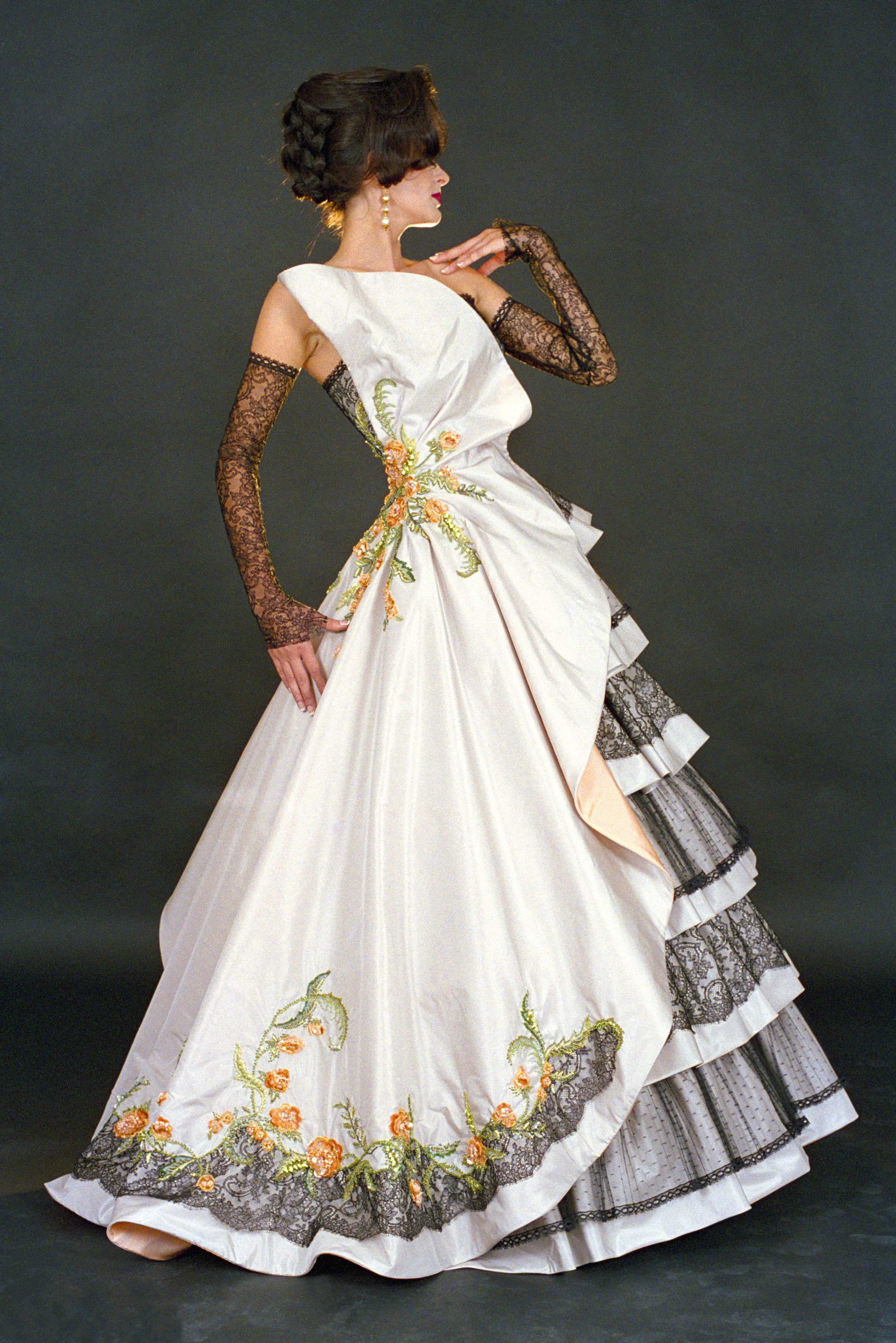 298d94813787 Haute Couture šaty Blanky Matragi kolekce k 15. výročí